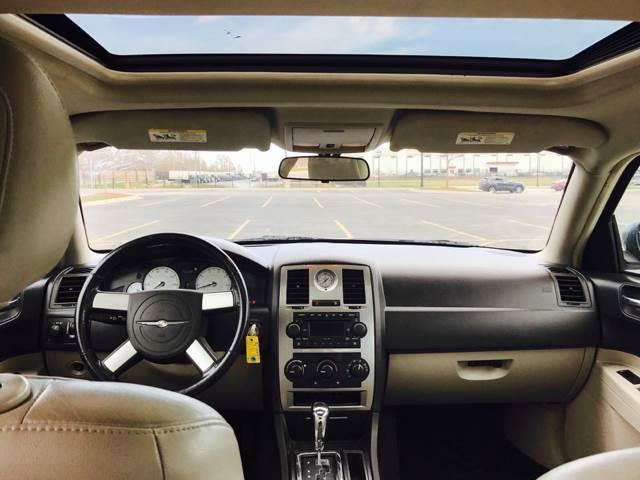 2005 Chrysler 300 for sale at Used Cars for Sale in Cicero IL