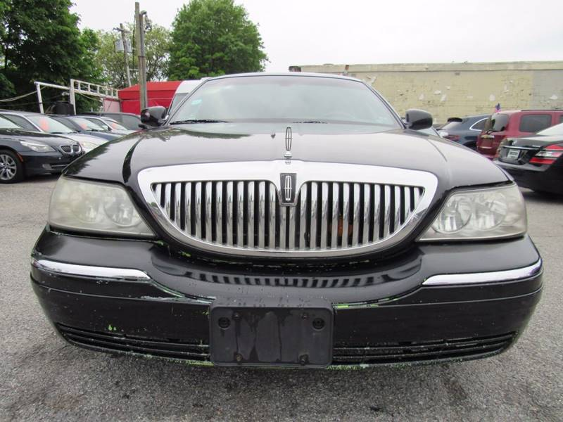 2011 Lincoln Town Car Signature Limited 4dr Sedan In Rockville