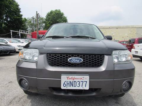 2005 Ford Escape for sale at CarNation AUTOBUYERS, Inc. in Rockville Centre NY
