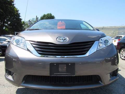 2013 Toyota Sienna for sale at CarNation AUTOBUYERS Inc. in Rockville Centre NY