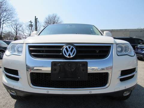 2008 Volkswagen Touareg 2 for sale at CarNation AUTOBUYERS, Inc. in Rockville Centre NY