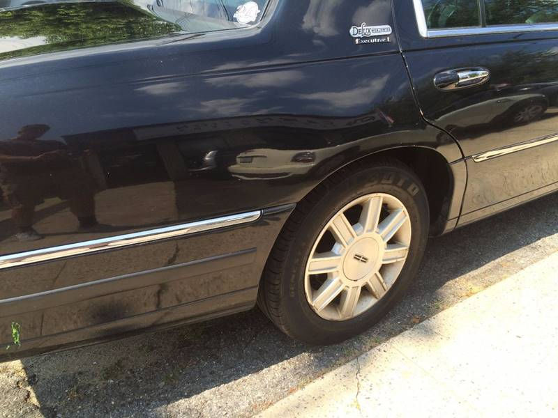 2011 Lincoln Town Car Executive L 4dr Sedan In Rockville Centre Ny