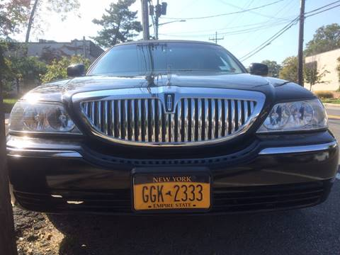 2005 Lincoln Town Car for sale at CarNation AUTOBUYERS, Inc. in Rockville Centre NY
