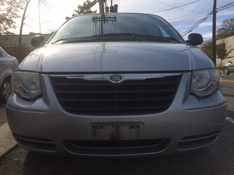 2006 Chrysler Town and Country for sale at CarNation AUTOBUYERS, Inc. in Rockville Centre NY