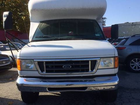 2006 Ford E-Series Chassis for sale at CarNation AUTOBUYERS, Inc. in Rockville Centre NY