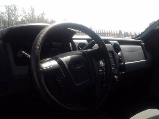 2014 Ford F-150 4x2 XL 2dr Regular Cab Styleside 8 ft. LB - Medley FL