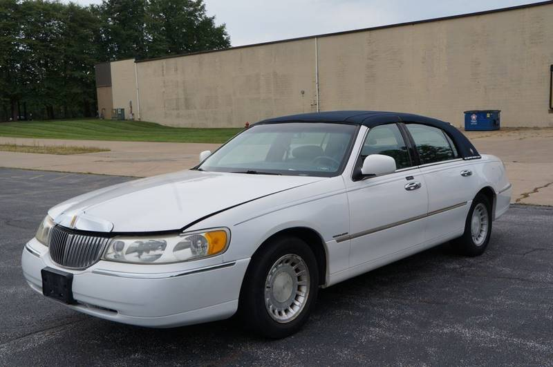 2000 Lincoln Town Car Executive 4dr Sedan In Solon Oh Esmart Motors