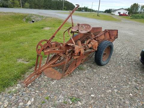1970 INTERNATIONAL 1ROW POTATO  POTATO DIGGER for sale at Jeff's Sales & Service in Presque Isle ME
