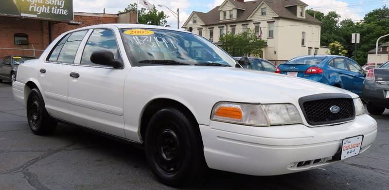 2005 Ford Crown Victoria Police Interceptor (3.27 Axle) 4dr Sedan w/ Side air bags - Columbus OH