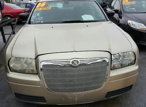 2006 Chrysler 300 for sale at MAUS MOTORS in Hazel Crest IL