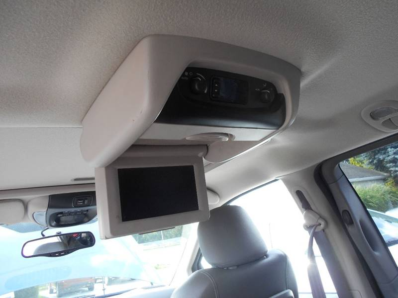 2005 Chrysler Town and Country Limited 4dr Extended Mini-Van w/ Power Moonroof - Grove City PA