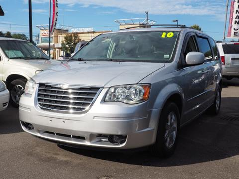 2010 Chrysler Town and Country for sale in Lindenhurst, NY