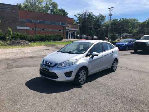 2013 Ford Fiesta for sale at DILLON LAKE MOTORS LLC in Zanesville OH