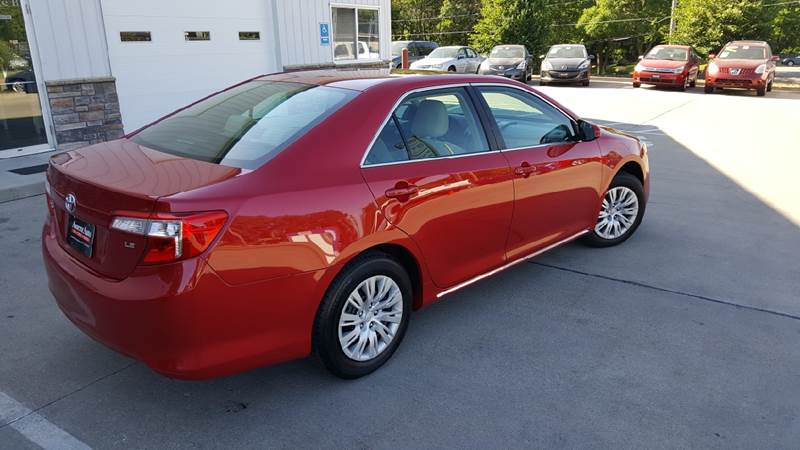 2013 Toyota Camry for sale at AmericAuto in Des Moines IA