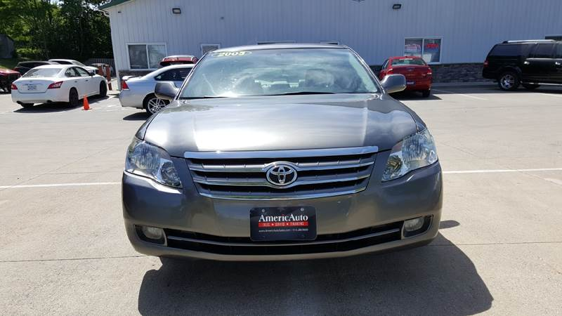 2005 Toyota Avalon for sale at AmericAuto in Des Moines IA