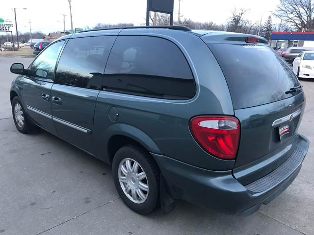 2007 Chrysler Town and Country for sale at AmericAuto in Des Moines IA