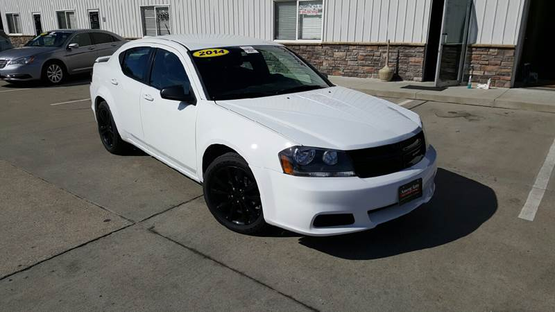 2014 Dodge Avenger for sale at AmericAuto in Des Moines IA