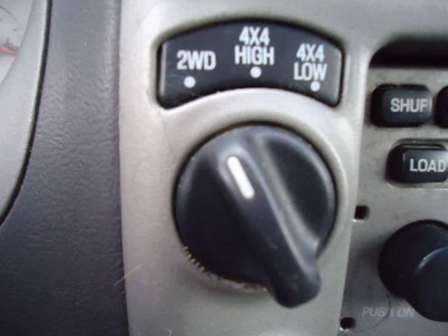 2001 Ford Explorer Sport Trac (image 18)