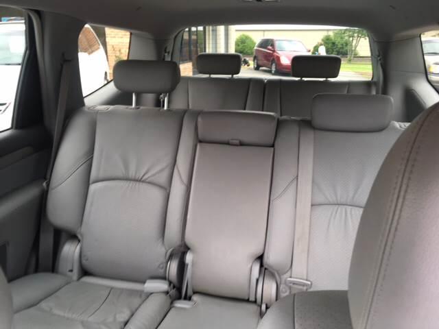 2009 Kia Borrego for sale at KERNERSVILLE AUTO SALES in Kernersville NC
