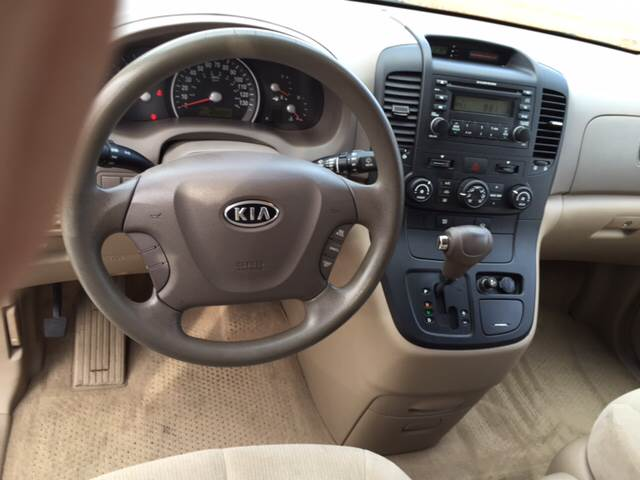 2006 Kia Sedona for sale at KERNERSVILLE AUTO SALES in Kernersville NC