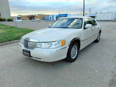 2000 Lincoln Town Car for sale at Image Auto Sales in Dallas TX