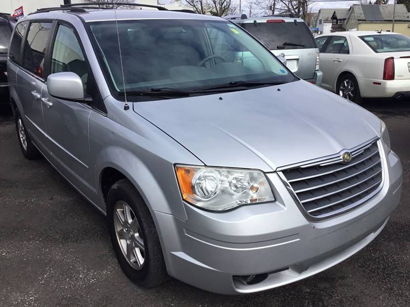 2008 Chrysler Town and Country for sale at eAutoDiscount in Buffalo NY