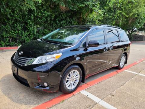 2014 Toyota Sienna for sale at DFW Autohaus in Dallas TX