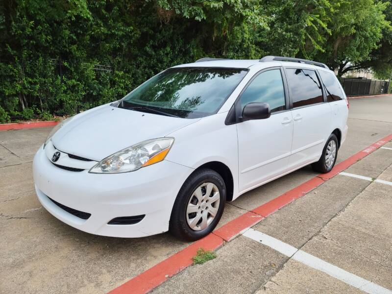 2010 Toyota Sienna for sale at DFW Autohaus in Dallas TX