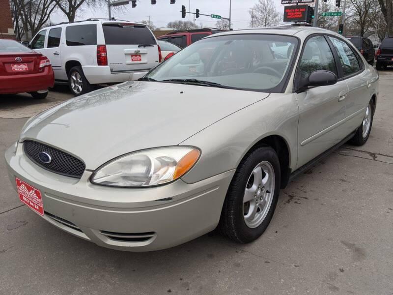 2004 Ford Taurus for sale at Corridor Motors in Cedar Rapids IA