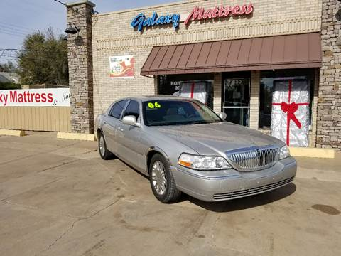 2006 Lincoln Town Car for sale at NORTHWEST MOTORS in Enid OK