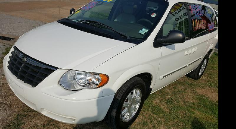 2006 Chrysler Town and Country for sale at Dynamite Deals LLC in Arnold MO
