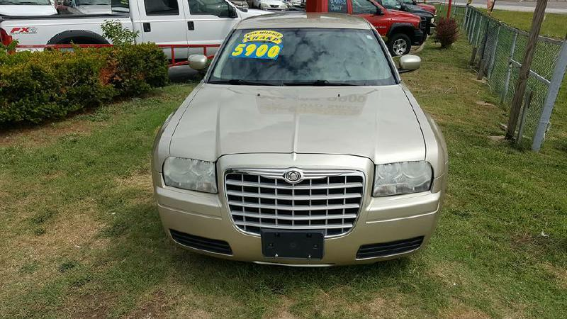 2006 Chrysler 300 for sale at Dynamite Deals LLC in Arnold MO