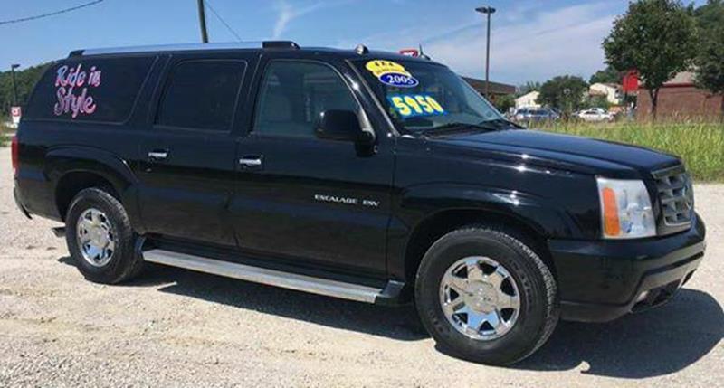2005 Cadillac Escalade ESV for sale at Dynamite Deals LLC in Arnold MO