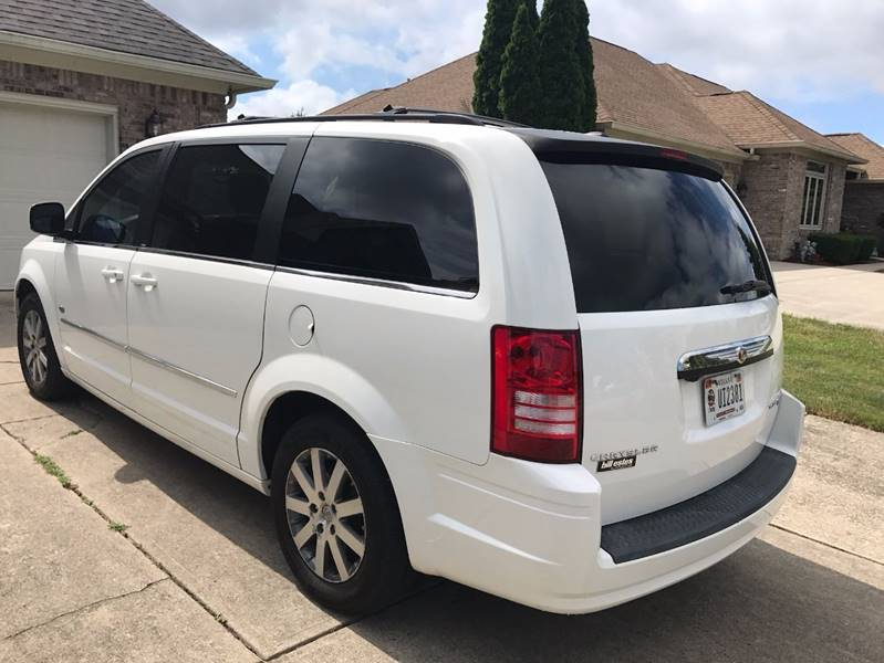 2009 Chrysler Town and Country Touring Mini-Van 4dr - Greenwood IN