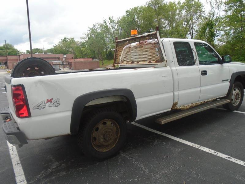 2004 Chevrolet Silverado 2500HD for sale at GLADSTONE AUTO SALES in Kansas City MO