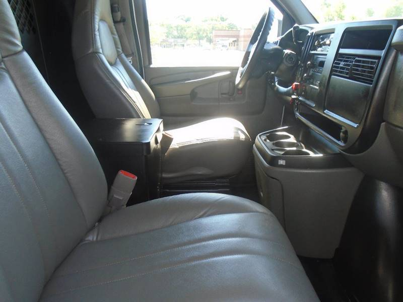 2005 Chevrolet Express Cargo for sale at GLADSTONE AUTO SALES in Kansas City MO