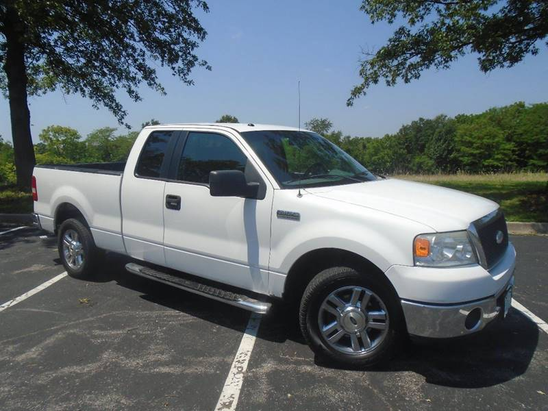 2006 Ford F-150 for sale at GLADSTONE AUTO SALES in Kansas City MO