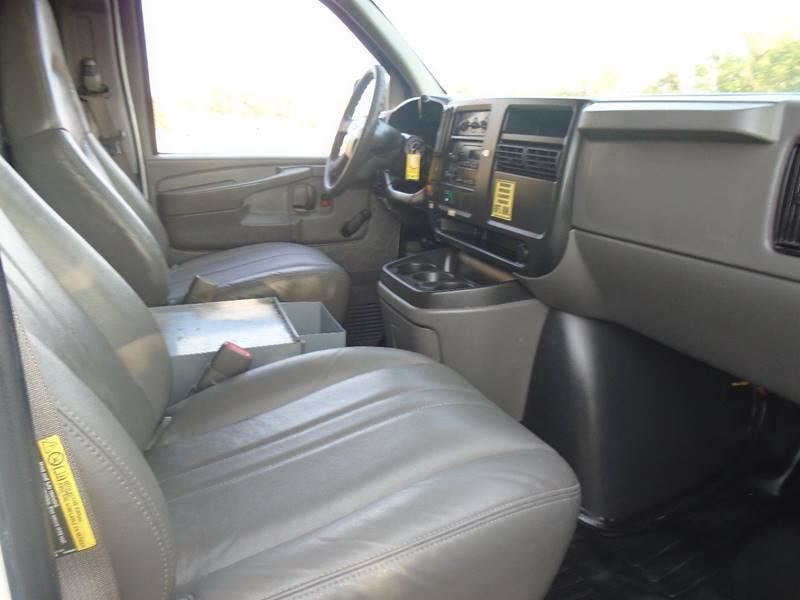 2006 Chevrolet Express Cargo for sale at GLADSTONE AUTO SALES in Kansas City MO