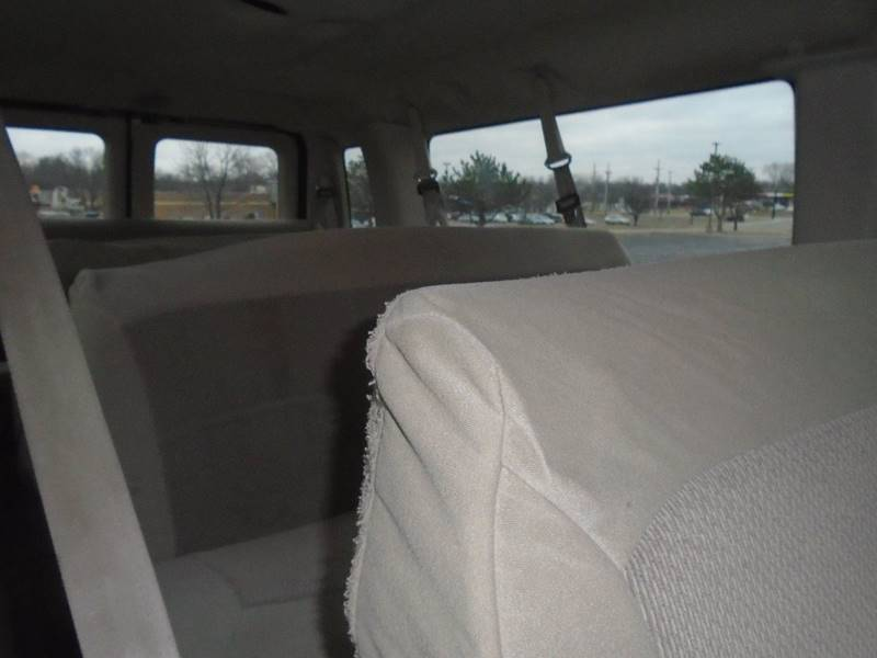 2006 Ford E-Series Wagon for sale at GLADSTONE AUTO SALES in Kansas City MO