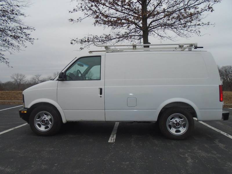 2005 GMC Safari Cargo for sale at GLADSTONE AUTO SALES in Kansas City MO