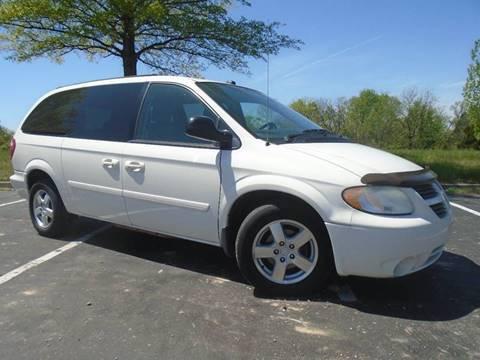 2005 Dodge Grand Caravan for sale at GLADSTONE AUTO SALES in Kansas City MO