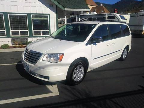 2010 Chrysler Town and Country for sale in Grants Pass OR