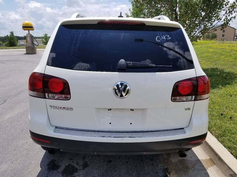 2008 Volkswagen Touareg 2 for sale at Privileged Auto Sales in Gladstone MO