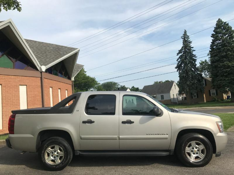 2007 Chevrolet Avalanche for sale at Auto Boutique in Columbus OH
