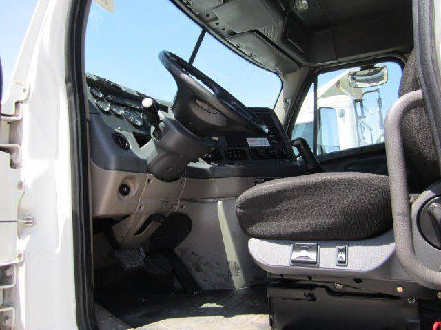2010 Freightliner Cascadia Daycab - Hermiston OR