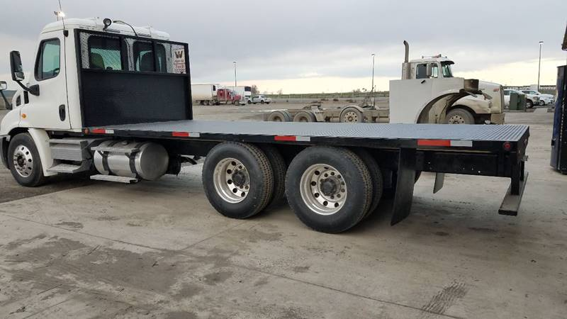 2010 Freightliner Cascadia  - Hermiston OR