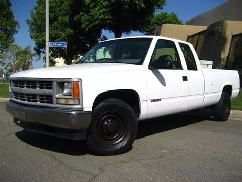 2000 Chevrolet C/K 2500 Series for sale at Solutions Auto Sales Corp. in Orange CA
