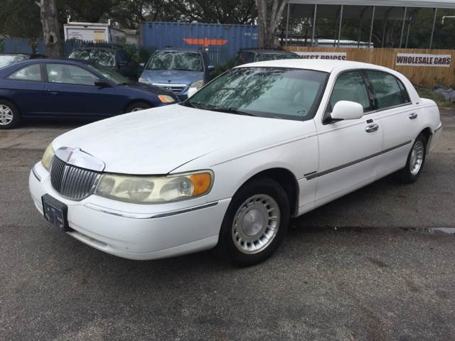 2001 lincoln town car executive in tampa fl good guy cars. Black Bedroom Furniture Sets. Home Design Ideas