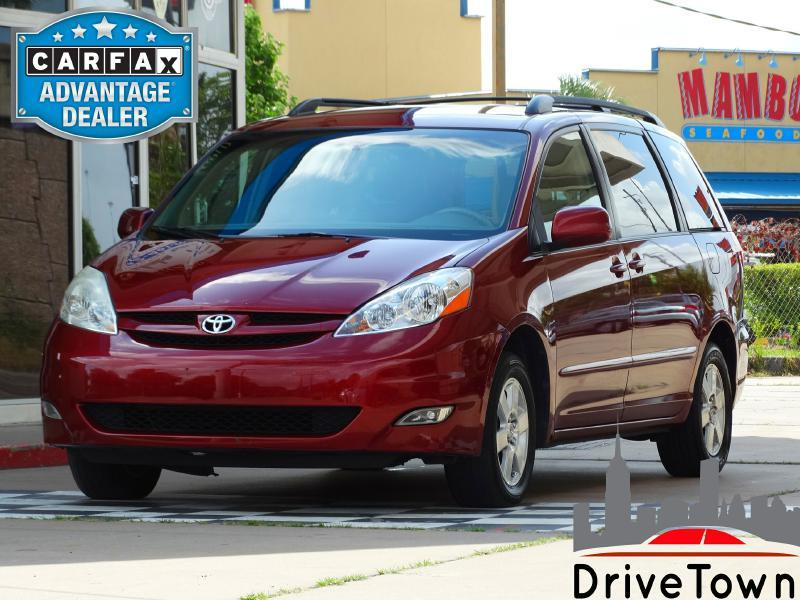 2006 Toyota Sienna for sale at DriveTown in Houston TX
