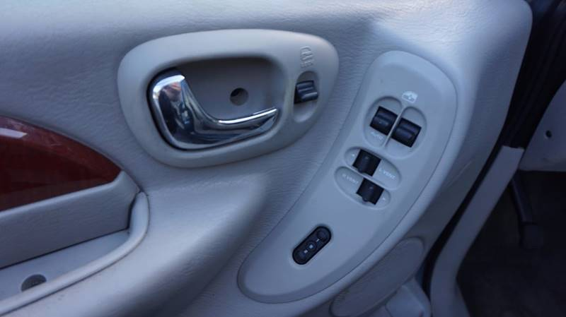 2005 Chrysler Town and Country Limited 4dr Extended Mini-Van w/ Power Moonroof - Old Hickory TN
